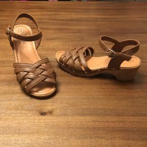 Cherokee Girls Clog Sandals. Size 2